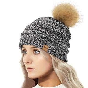 Women's Cable Knit Pom Pom Beanie